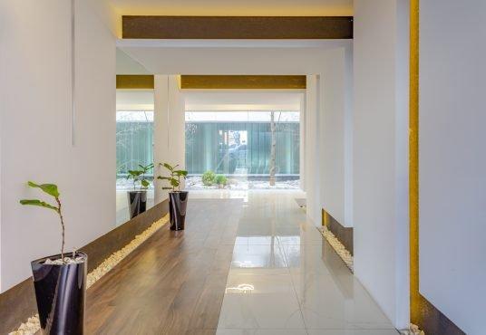 Entrada Edificio Departamento 3 ambientes Villa Luro